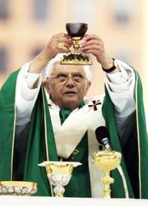 BENEDICTO XVI Y EL SANTO CALIZ